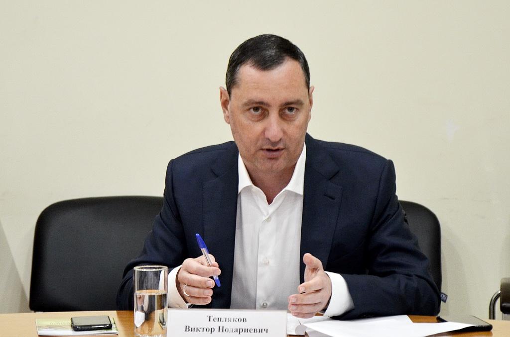 депутат Виктор Тепляков